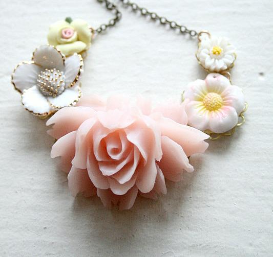 Blush posy necklace2