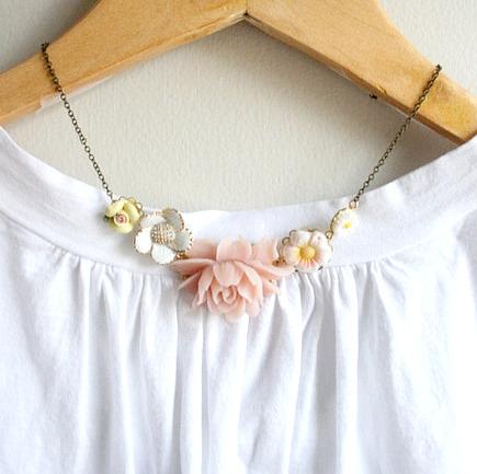 Blush posy necklace3